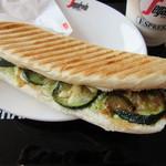 セガフレード・ザネッティ・エスプレッソ - パニーニ・夏野菜のアジアンスパイシー風味