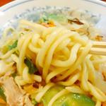 たなべ - 麺は結構ヤワ目の私好みですがスープと一緒に煮込んだ感は無くもともと茹で置きの麺ですね~