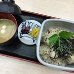 53603329 - 牡蠣めし(980円)