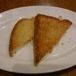シズラー - ガーリックトーストではなくて、チーズトースト。