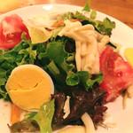 カスタネット - お肉料理コースのサラダ