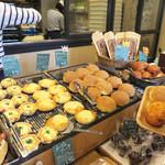 フルフル天神パン工房 - 明太フランスの他には、メロンパンがよく売れておりました。