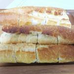 フルフル天神パン工房 - 人気ナンバーワンの商品は何といっても『明太フランス』です。