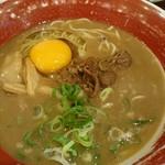 麺王 - 生玉子をトッピング