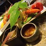 53626312 - 【八寸】焼き茄子と海蘊、岩牡蠣、姫栄螺、山桃、手長蝦、焼き玉蜀黍、茶豆