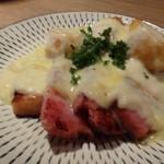 ザ・ワインバー ナカス - ◆グリルしたベーコンとパンのラクレット ベーコンは塩加減もよく厚切りですので、いいお味。ラクレットチーズも美味しい。