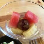 iro-hana かふぇ食堂 - 季節の果物、ぶどう、スイカ、バナナでした