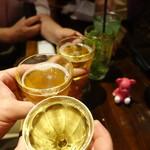 53637774 - 福島探検隊5名で乾杯です~♪カウンター席なので、少々写しづらいですが