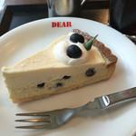 サクラドウ カフェ - 料理写真:ブルーベリーチーズケーキ (清和農園のブルーベリーで作る夏季限定のチーズケーキ)