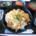 パピヨン - カツ丼(¥600)この価格なのに豪華なセットです!
