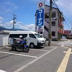 笑福亭 - 駐車場と超テネレ号