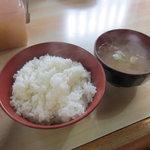 とんかつ おさむ - ご飯と味噌汁