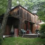 森のパスタ屋 ソング・オブ・ザ・バード - ログハウス風の建物