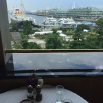 パノラミックレストラン ル・ノルマンディ - ハーバービュー、氷川丸を正面に見れます。