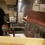 汁なし担担麺専門 キング軒 - 厨房 2016.7