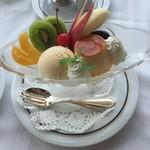 パノラミックレストラン ル・ノルマンディ - ザ・カフェ、ロビーラウンジ ラ・テラスが休業中でプリンアラモードをこちらで頂きます。