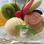 パノラミックレストラン ル・ノルマンディ - 伝統のプリンアラモードです。スタンダードな味です。