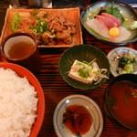 ニューこらく - 料理写真:焼肉と刺身のランチ