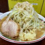 ラーメン 豚んち - 2016/07/16 麺少なめw 野菜・ニンニク・脂マシw
