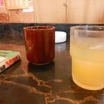 ニューこらく - 飲み放題のフリードリンクの中からオレンジジュースを頂きます
