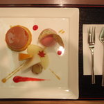 5366935 - パティシエ!。これは、「デザート盛り合わせ」。500円。林檎・梨・かき・葡萄、良いフルーツ。