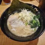 らーめん紫龍 - らーめん(細麺) 680円