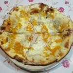 石窯焼 グラッチェ - 4種のチーズ、800円です。