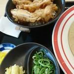 53676946 - かしわ天丼(うどんとセットで300円)と甘いざるうどんのつけダシ