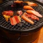 カルビ市場 - じゅうじゅう焼いていきます、煙も臭いも少ないのがいい。