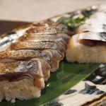 禅紫 - 2016.07 自家製しめ鯖寿司(片身)(半分を炙りで)
