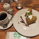 Come Come - 本日のスイーツ(抹茶あずきのシフォンケーキ)250円、オーガニックコーヒー