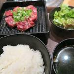 焼肉1129 - 料理写真:イイニク定食