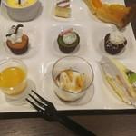 ハーベストガーデン - カスタードプリン、アプリコットのタルト、ミルクレープ、豆花~トウファ~、マンゴー&杏仁豆腐、オレンジのケーキ、彩りカップケーキ
