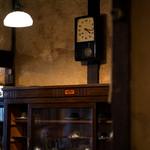 うてな喫茶店 - 古い柱時計。