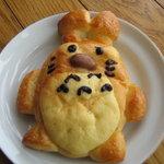 ぱんとたいむ - トトロのパン。中にカスタードクリームが入っていました。