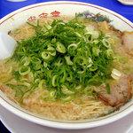 来来亭 - 「こってりラーメン(麺堅め・ネギ多め)」600円の大盛り(100増)(2008.6)