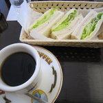 琥珀亭 - モーニングセット(サンドイッチ)580円