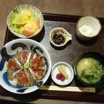 53701025 - 海鮮漬け丼  ¥930    想像していた海鮮漬け丼とは、ちょっと違ったけど、インパクトありです♪