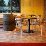 スペインバル ラパエラ - 開放感あるテラス席