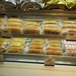 コココッペ - また急ぐ方は最初から様々な食材を最初からサンドイッチにしてあるコッペパンが並んでるんで此れからも商品を選ぶ事が出来ます。