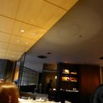 中国料理 「王朝」 - 大人のムードの落ち着いた店内