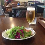 dish - ビールとセットのサラダ