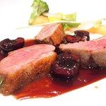 53707188 - スープコース 2916円 の鴨胸肉のロースト ダークチェリーのソース