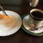 ベルエキップ - 今月のおすすめコーヒーとベイクドチーズケーキのセットで1,050円