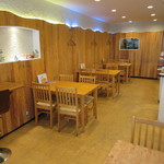 コピ ルアック - カウンター席・テーブル席・板張りの座敷が有ります♪