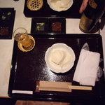 十割蕎麦 道菴 - 夜の3000円コース1品目のざる豆腐です。鰹節と昆布で作った特製フリカケをかけたら超美味でした