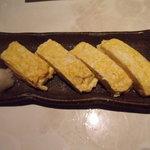 十割蕎麦 道菴 - 夜の3000円コース4品目の蕎麦屋の定番の出汁巻きです。関西風の味で出汁の味が利いていました。(2人前)