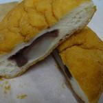 マラサダドーナツのお店 - 中にお餅とあんこ