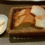 創作料理と京野菜のびすとろ キザノ - 「パン(二種類)」