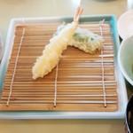 天ぷら倶楽部 - 日替わりA定食のエビ/ピーマン お替り自由のご飯/お味噌汁/麦茶